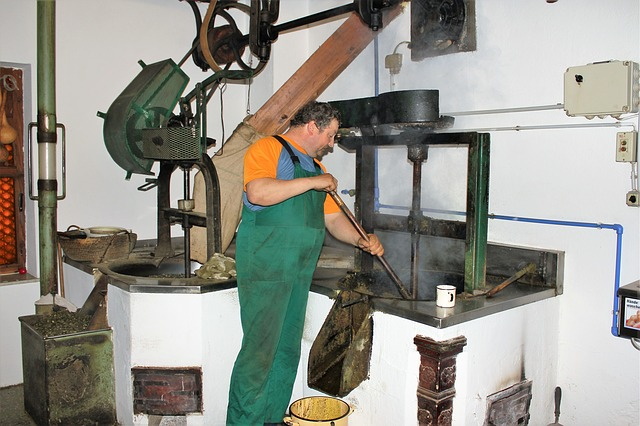working-oil-mill-1811586_640